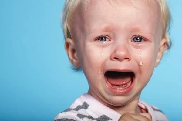 宝宝哭闹别超过这个时长.jpg
